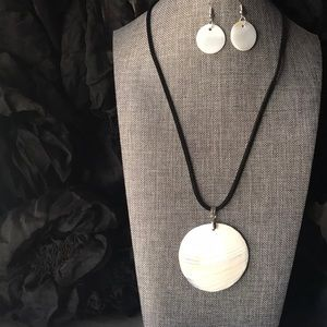 Jewelry - Seashell Necklace and Earrings Set